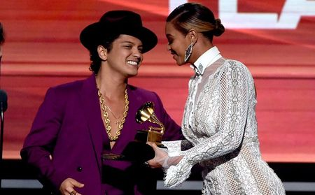 Bruno Mars �s Beyonc� (fot�: Kevin Winter/WireImage.com)