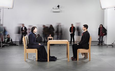 Marina Abramović, The Artist is Present (2010) (fotó: Marco Anelli - Courtesy of the Marina Abramović Archives)