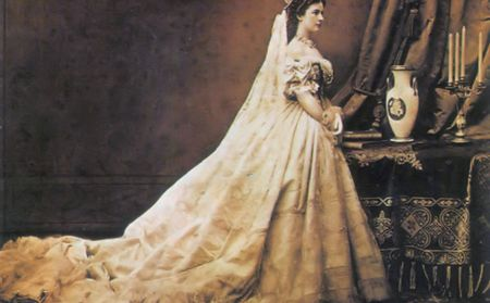 The Queen wearing her Hungarian coronation dress - photo by Emil Rabending